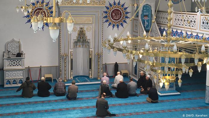 تعليق  الصلاة في الجوامع والمساجد لمدة أسبوعين اعتباراً من يوم الخميس ١١ فبراير في البحرين