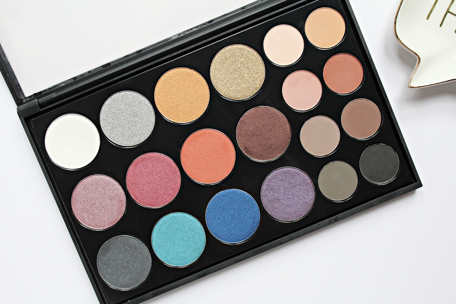 Crown Pro Eyeshadow Bold Collection Review