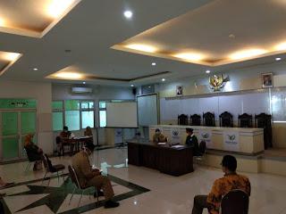 PKB Serahkan 200 Masker Medis dan 72 Hand Sanitizer Kepada RSUD Kartini