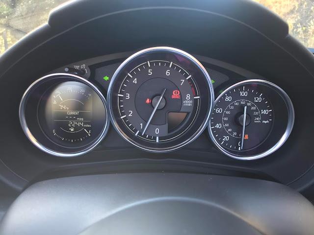 Gauge cluster in 2020 Mazda MX-5 Miata Club