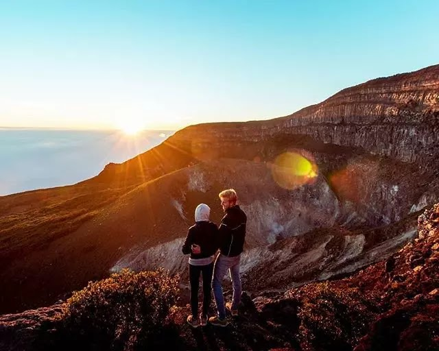 Sunrise Puncak Gunung Gede foto Instagram @gonetogallivant