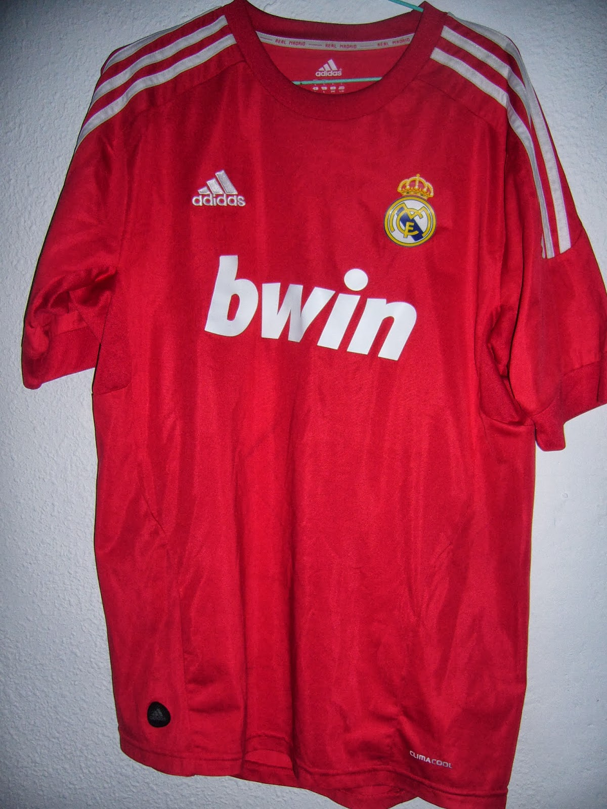 1936ee9ee 2ª camiseta Real Madrid C.F. 2011 2012. UEFA Champions League. Benzema 9.