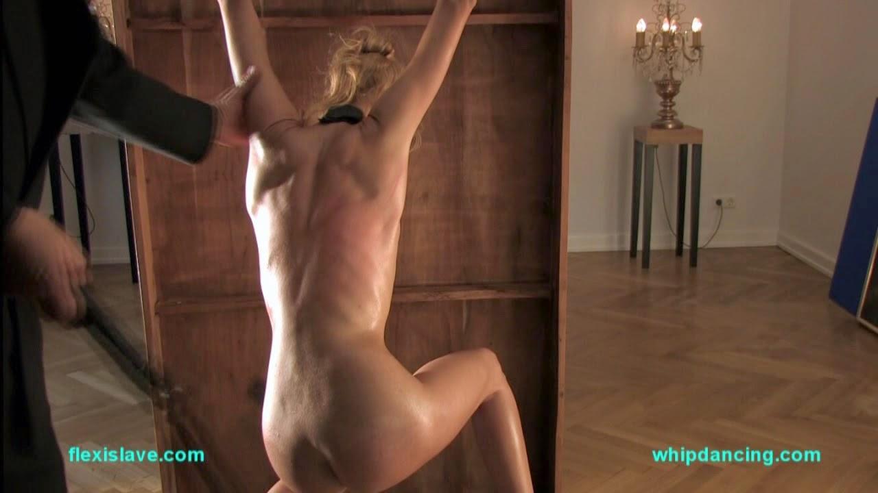 Sporty bdsm model alex zothberg topless workout before getti 3