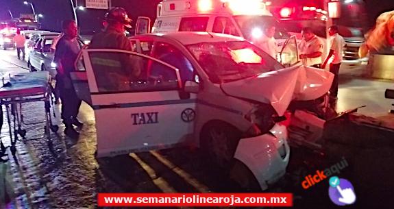 Muere taxista tras brutal impacto al estrellarse contra muro de contención. El copiloto resultó lesionado