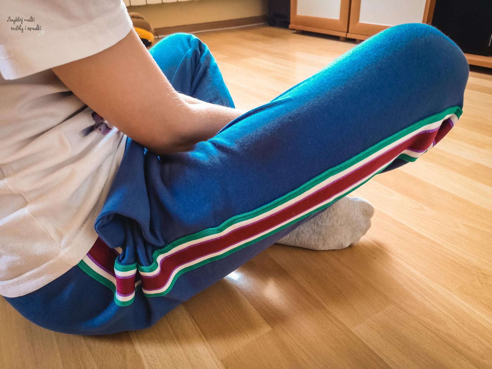 Tegoroczne trendy modowe dla dzieci, spodnie z Bonprix