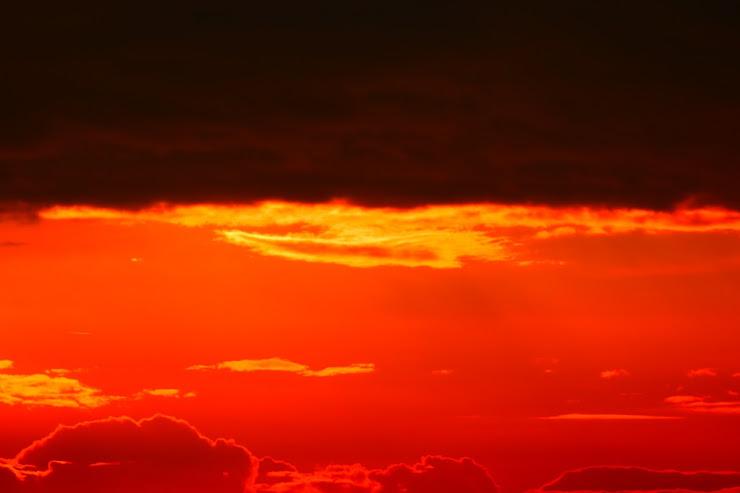 真っ赤に燃えるような夕焼け