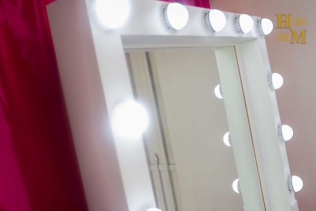 Espejo-coquetas-con-luz-para-maquillaje-para-el-hogar-hollywood