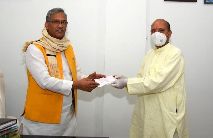 प्रसिद्ध कथा ब्यास आचार्य शिव प्रसाद ममगाईं ने सीएम राहत कोष में दिए पचास हजार रुपए
