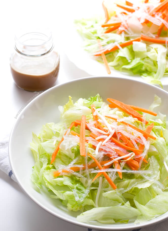 Vegan Chinese salad. Prepare the typical Chinese restaurant salad at home. This version is vegan and much healthier because we have eliminated the white sugar. | danceofstoves.com #danceofstoves