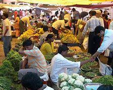 গুৱাহাটীৰ বজাৰত এতিয়া শাক পাছলিৰ মূল্য বহু গুণে বাঢ়িছে: