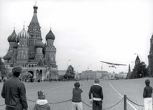 Mathias Rust's plane ready to land on Red Square.