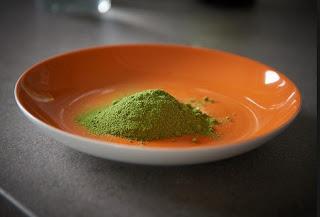 gambar cara membuat masker daun kelor untuk jerawat