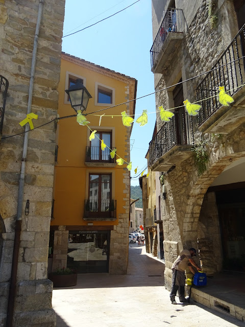 Katalonia, secesja Katalonii, żółte wstążki, secesja, protest, ciekawostki o Katalonii