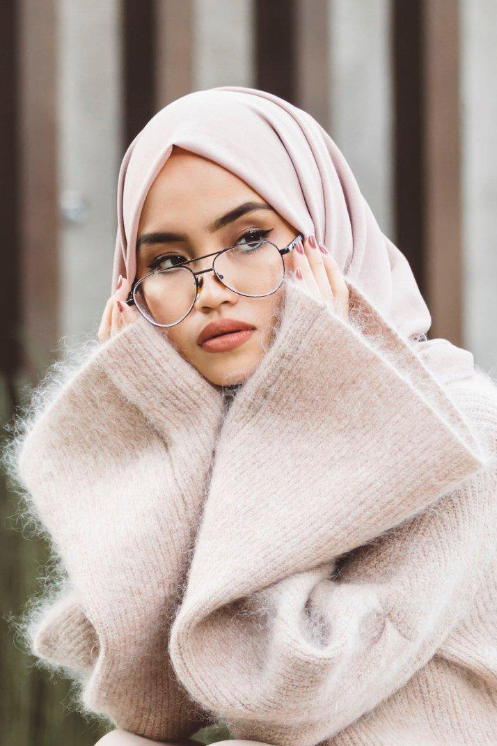 Cewek IGO Jilbab Kacamata saudia