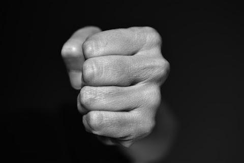 Életveszélyt okozó testi sértés, kifosztás, szexuális erőszak, magánlaksértés