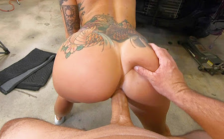 [BangRoadSideXXX] Lilith Morningstar (Fucks Some Dick For A Discount / 12.25.2020)