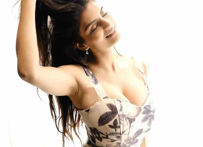 anveshi-jains-scintillating-instagram-pics-are-too-hot