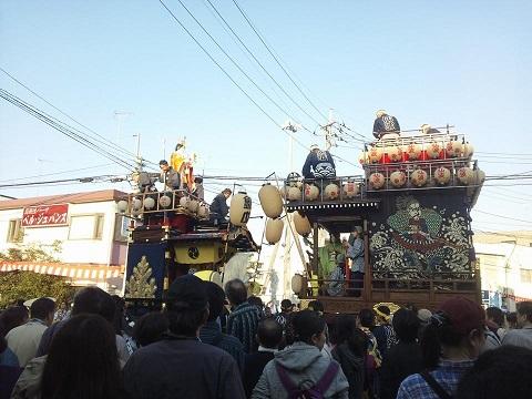 山車と山車がすれ違う際に行われる、山車に乗っている祭り囃子同士の競い合い「曳っかわせ」が最大の見どころ