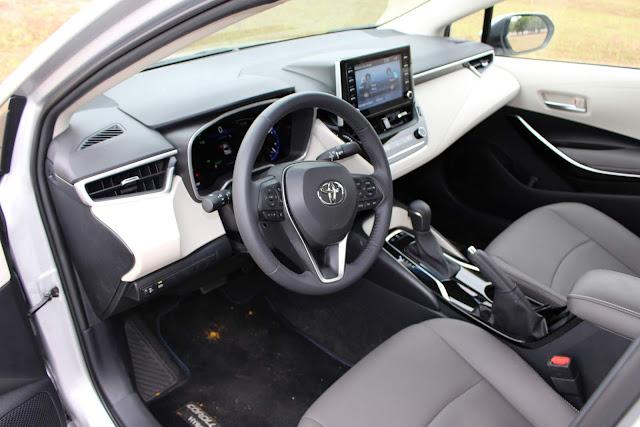 Novo Corolla 2020 Híbrido - espaço interno dianteiro