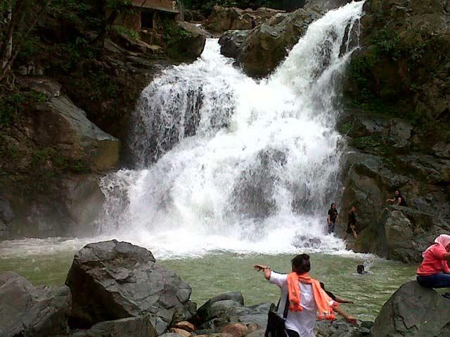 Air Terjun Suhom Waterfall