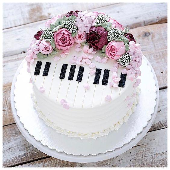 bánh sinh nhật hình đàn piano
