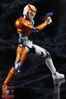 S.H. Figuarts Kamen Rider Valkyrie Rushing Cheetah 30