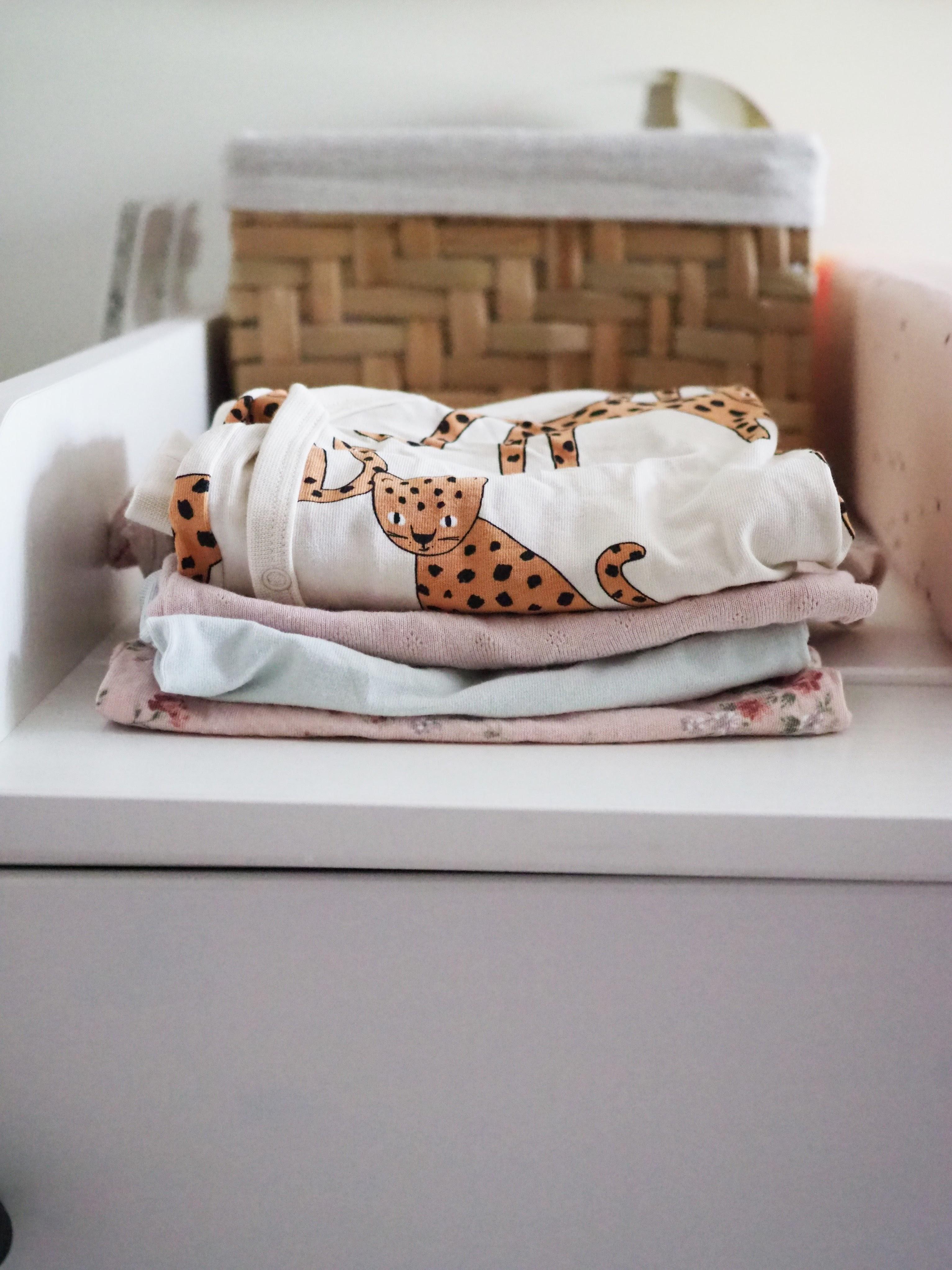 Käytettyjen vauvanvaatteiden ostaminen: Mitä ja mistä?