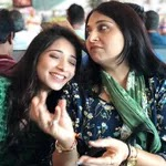 vrushika mehta with her mother