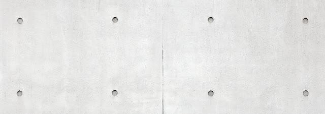 Kuva betonielementistä, jossa valun jäljeltä jätetty reijät näkyviin.