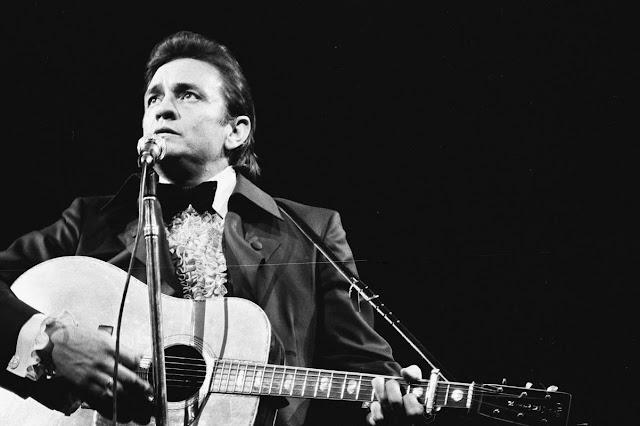 Country Müziğin Siyah Giyen Efsanesi: Johnny Cash