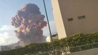Megaexplosão lança 'nuvem cogumelo' no céu de Beirute, no Líbano; veja