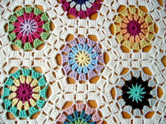 Crochet hexagon motif blanket, Circle or flower inside hexagon