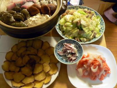 夕食の献立 献立レシピ 飽きない献立 海鮮チゲ ホルモン炒め 刺身 いぶりがっこ