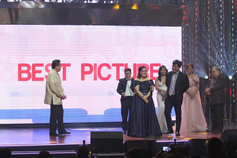 HOOQ Shines Spotlight at the 42nd MMFF Awards Night - Sugarsmile