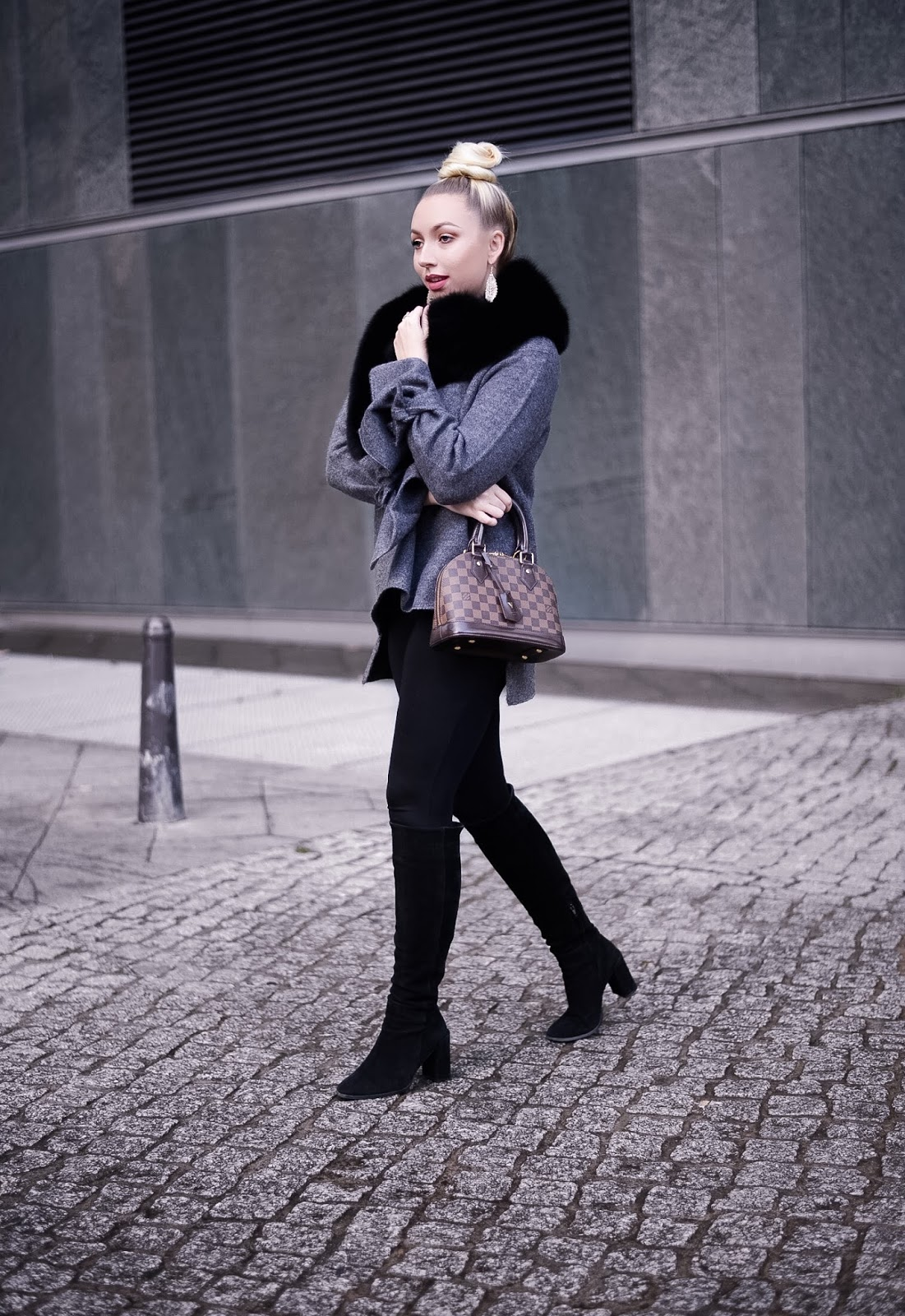 winter outfit ideas_black fur stole_zara oversized sweater_zara knit_knee high boots