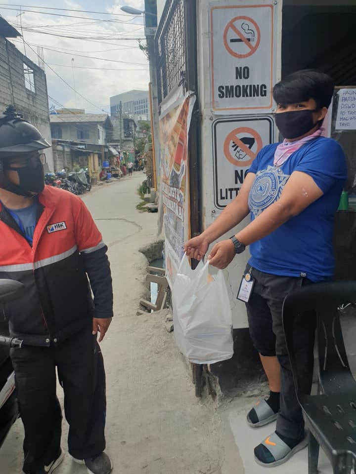 GrabFood rider donates unclaimed order from bogus buyer to frontliners