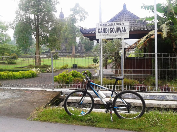Bersepeda ke Candi Sojiwan, Klaten