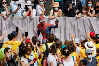 Pope Francis met Spider-Man at the Vatican and got a mask