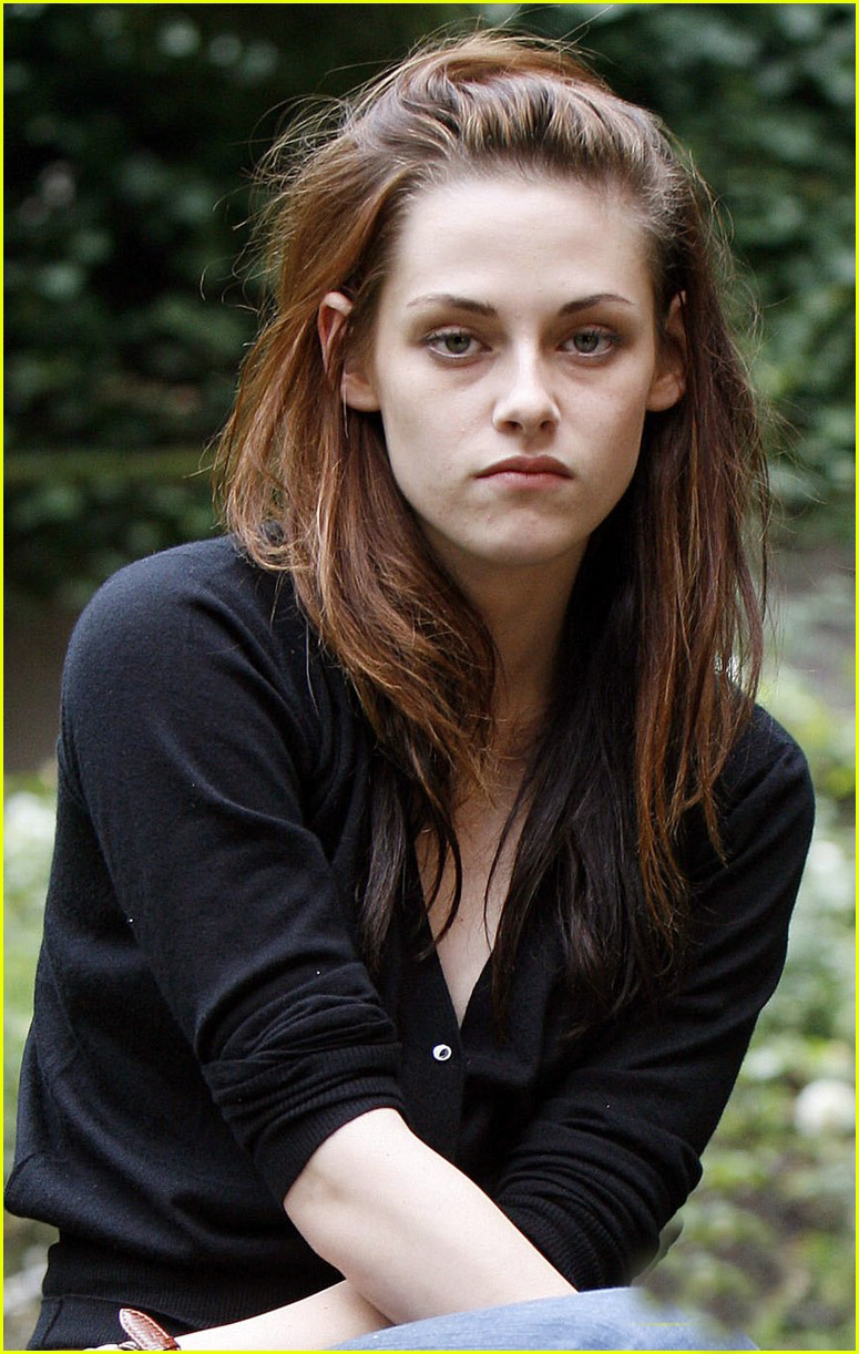 Nice Girl Wallpaper For Facebook Kristen Stewart Hotkristen Stewart Hot Lip Kiss Hd Images