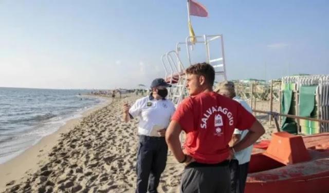 Il 62enne albanese è morto mentre faceva il bagno sulla spiaggia di Marina di Vecchiano