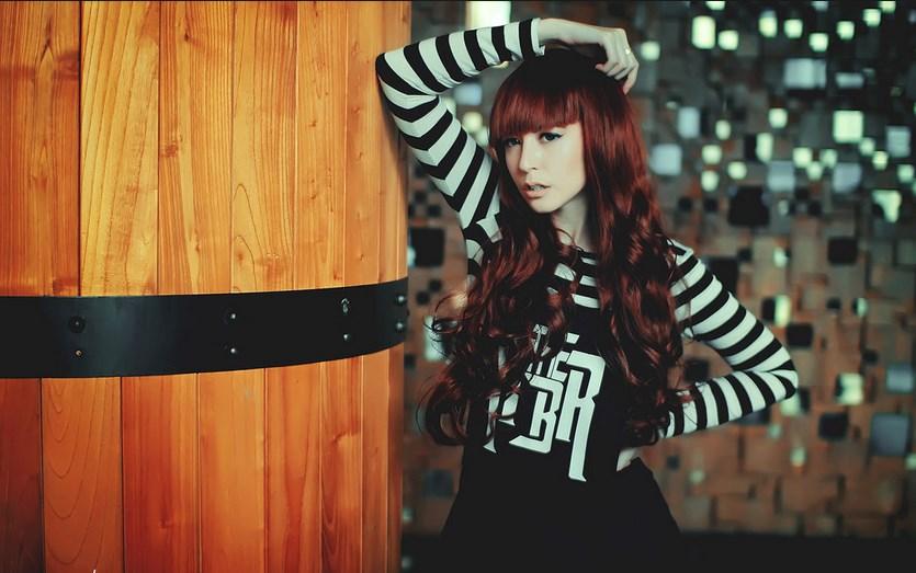 konsep foto kafe Foto Model-Model Cantik Indonesia Tercantik Naomi Lee Di Kafe