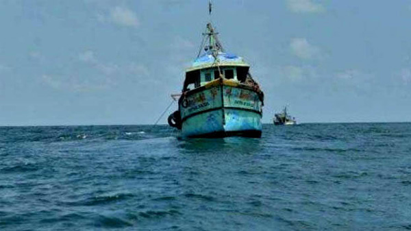 Two fishermen die, three escaped after their boat capsizes, Thiruvananthapuram, News, Trending, Fishermen, Obituary, Accidental Death, Kerala