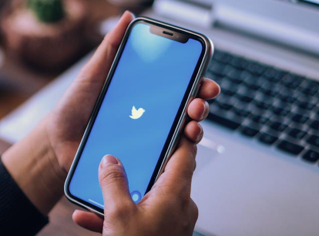 يعمل تويتر على إصلاح التحديث التلقائي للجدول الزمني على نظام iOS