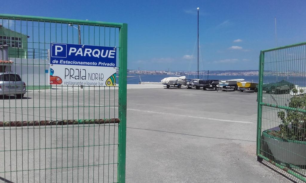 Entrada parque estacionamento do restaurante Praia Norte