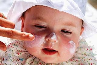 Cara Aman Memakai Bedak Bayi