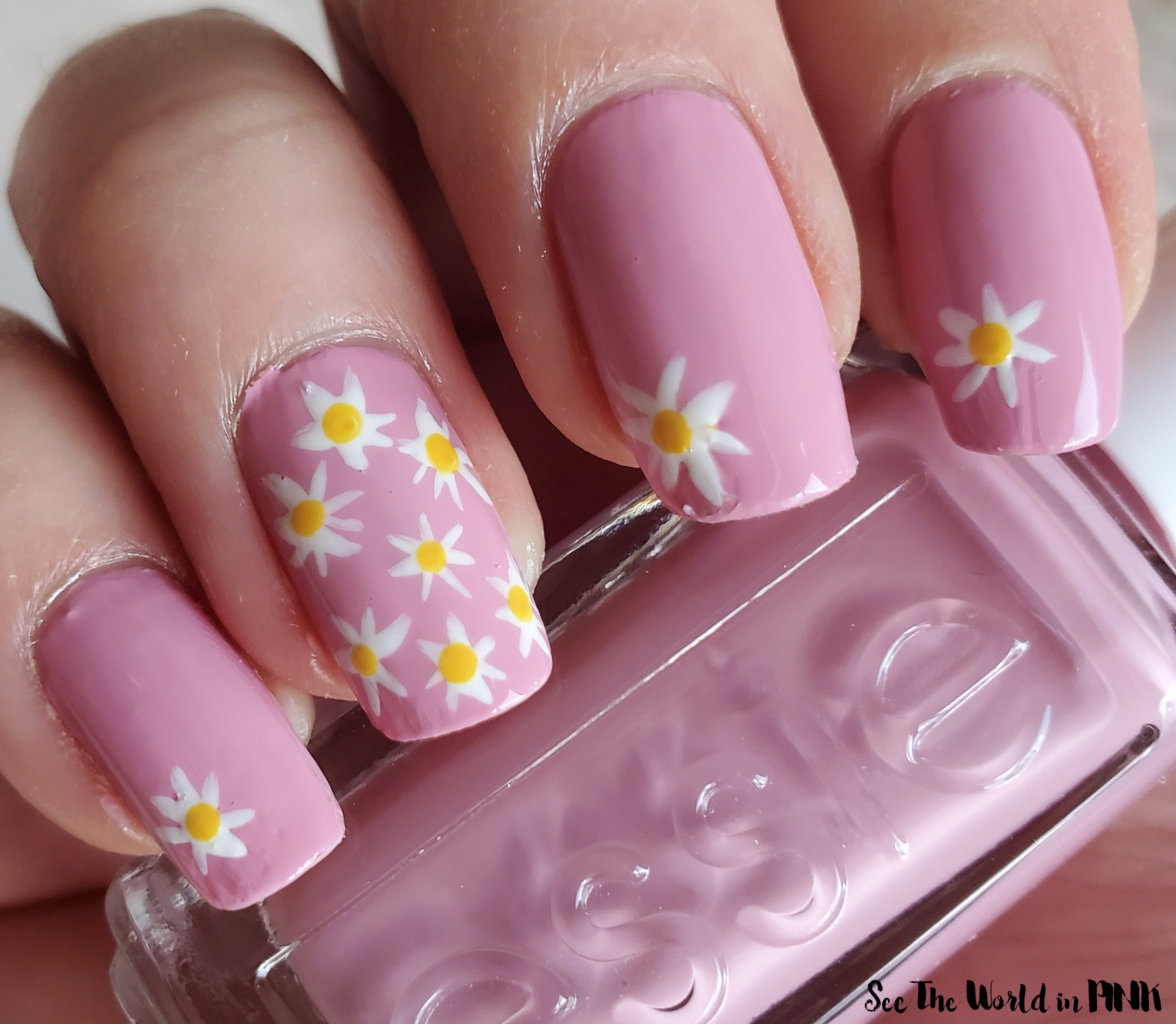 Manicure Monday - Mini Daisy Nails