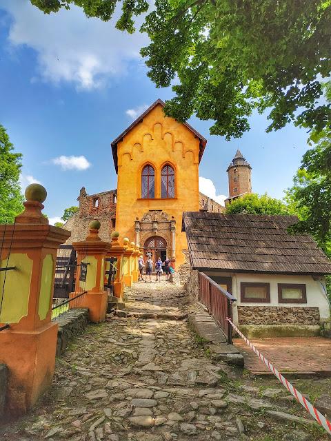 Średniowieczny zamek z XIV wieku w Zagórzu Śląskim
