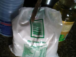 saco plástico com polvilho azedo branco