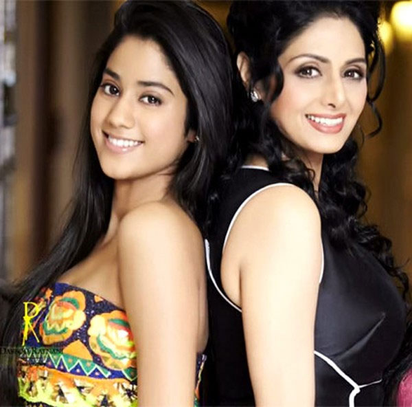 Beautiful Wallpaper of Jhanvi Kapoor with her mom