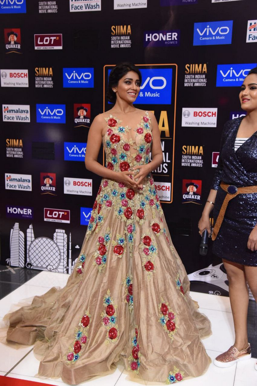 Shriya Saran Spicy Stills at SIIMA Awards 2017